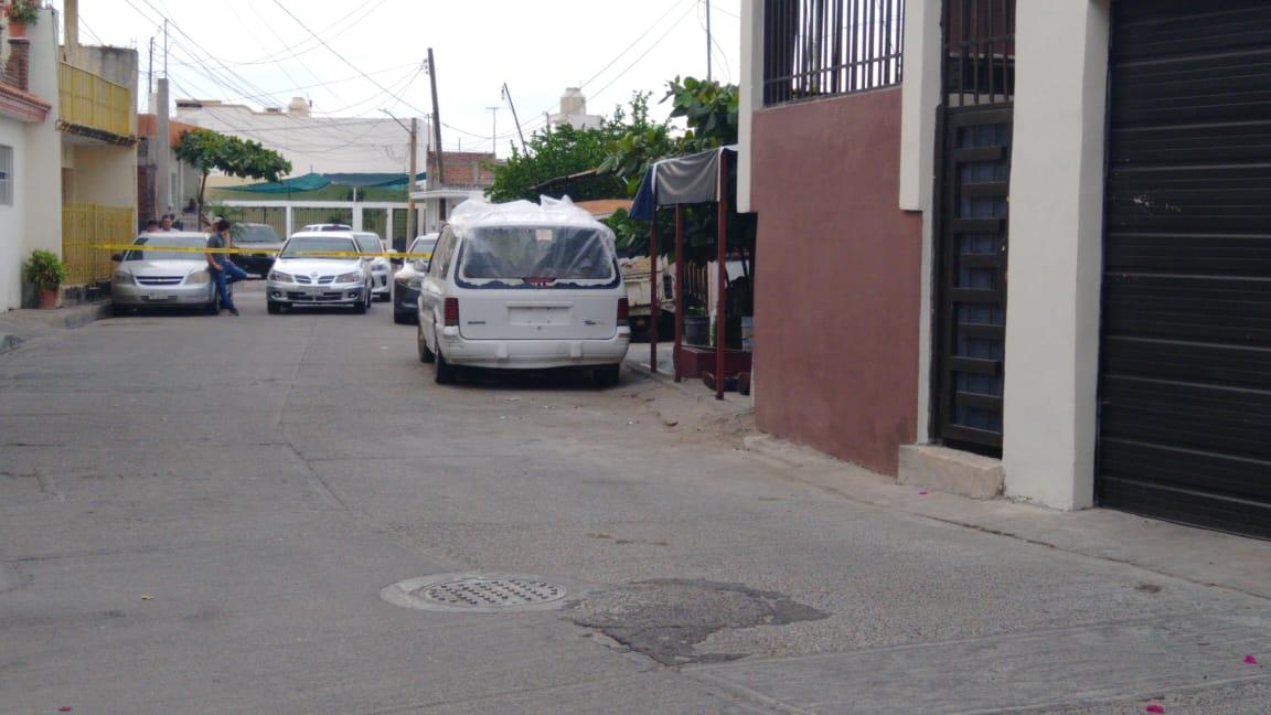 Asesinan a un hombre frente a un domicilio en la 5 de Mayo