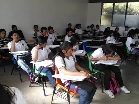 Banxico hila undécimo recorte; deja tasa de interés en 4.25%